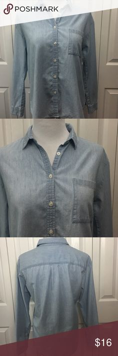 AE Denim Button Down American Eagle Light Denim Button Down. Medium. Great condition. American Eagle Outfitters Tops Button Down Shirts