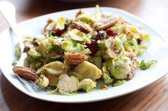 Tip van deVegetariër-redactie: Ook lekker met pecannoten en gedroogde cranberries.  Deze spruiten smaken heerlijk met munt of dille, maar ook peterselie werkt prima. Gebruik olie en het recept
