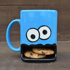 Who better to join you for a delicious snack of cookies and milk than the Cookie Monster. The Cookie Monster coffee mug's creative design lets you place a couple of cookies inside his mouth for safekeeping as they wait to be dipped in the milk above. Monster Cup, Cookie Monster, Monster Eyes, Inventions Sympas, Mein Café, Coffee Cups, Tea Cups, Cappuccino Cups, Iced Coffee