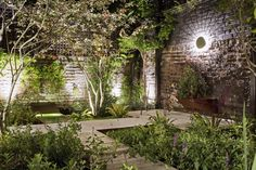 Backyard pathways look to be a trending landscape option. #pathway #backyard #backyarddesign #modernbackyard #contemporarybackyard