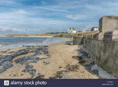 Download this stock image: Seafront at Rhosneigr, Anglesey - G13XDJ from Alamy's library of millions of high resolution stock photos, illustrations and vectors.