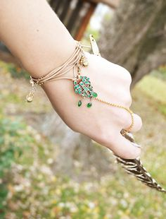 This blog shows how to make this bracelet.