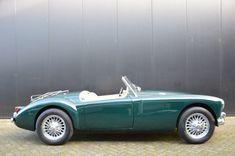 Deze groene MGA 1500 Roadster met beige bekleding uit 1958 met een 72pk sterke 1.489cc viercilinder onder kap wordt te koop aangeboden in Nederland....