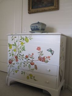 Hand painted furniture - I'm not artistic enough to draw something like this, sigh...