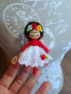 Easy Crafts To Make, Diy And Crafts, Arts And Crafts, Paper Crafts, Yarn Dolls, Felt Dolls, Paper Dolls, Tiny Dolls, Cute Dolls