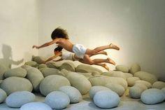 Meet ten creative cushions to enjoy your house's floor. (floor pillows, cool pillows)