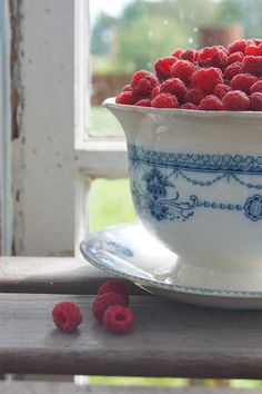 """""""I was especially perceptive to all things beautiful that morning. Raspberries in blue china bowls were enough to make the heart sing..."""" ~ Irene Hunt, 'Up a Road Slowly' (photo Lantliv i Norregård)"""