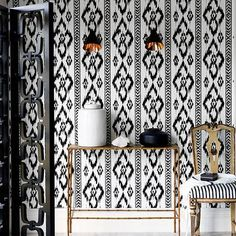 black and white wall decoration ideas, picture frames and black and white wallpaper patterns