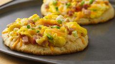 Ham, Cheddar & Swiss Breakfast Pizza