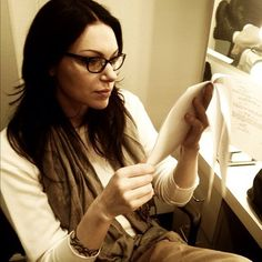 Laura Prepon going over her lines for Orange is the new black