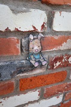 Alice has started to wonder if the feet are lucky while you're still using them. Street Art News, 3d Street Art, Street Art Graffiti, Graffiti Artists, David Zinn, Ann Arbor, New York Graffiti, Pavement Art, Street Painting