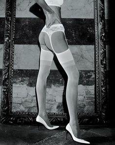 Naast de razend populaire Lima strippanty van Trasparenze heeft SOSHIN nu ook de nog luxere Belle Epoque strippanty's van dit Italiaanse fashionmerk in de collectie opgenomen!    De Belle Epoque is een supermooie, 20 denier strippanty met een romantisch bloemendesign in de kanten bovenkant, die nu alleen nog in het wit, maar binnenkort ook in andere kleuren verkrijgbaar is.    Voor 17:00 uur besteld, morgen al in huis!