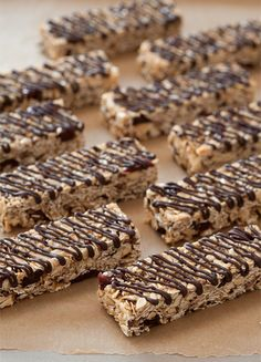 Cherry Almond Nib Granola Bars,,, add flax seed meal and replace butter w/coconut oil. Baking Recipes, Snack Recipes, Dessert Recipes, Cake Recipes, Delicious Desserts, Yummy Food, Almond Bars, Cookie Brownie Bars, Healthy Sweets