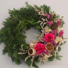 "Dušičková floristika - Strana 4 z 5 - Zahradní centrum ""Strakovo"" s. Beautiful Flower Arrangements, Floral Arrangements, Beautiful Flowers, Grave Decorations, Fall Decor, Holiday Decor, Giant Paper Flowers, Grapevine Wreath, Christmas Wreaths"
