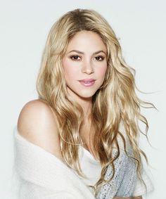 ClioMakeUp-trucco-bionda-occhi-castani: IL GLOSS. Le ragazze bionde con gli occhi castani possono avere un look potenzialmente molto versatile, sia che abbiano la pelle chiara che abbronzata e baciata dal sole. Il lucidalabbra aiuta ad enfatizzare questo pregio, senza però appesantire il look, risultando perfetto per tutti i giorni ma anche per la sera quando accompagnato da un ombretto, anche leggero. Shakira ne ha uno più perlato, che però si armonizza bene con il delicato ombretto…
