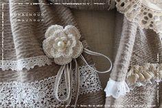 手編みのミニコサージュ♪ (編み図あり)の作り方|編み物|編み物・手芸・ソーイング | アトリエ