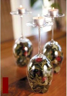 Use the smallest church candles for a simple table setting. Christmas Tablescapes, Christmas Table Decorations, Decoration Table, Holiday Crafts, Christmas Bulbs, Christmas Crafts, Holiday Decor, Creations, Table Settings