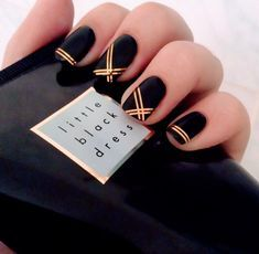 nails black and white - nails black & nails black girl & nails black and white & nails black and gold & nails black matte & nails black and red & nails black and pink & nails black glitter Black Nail Designs, Nail Art Designs, Nails Design, Striped Nail Designs, Diy Ongles, Black Gold Nails, Matte Black, Black Silver, Red Gold