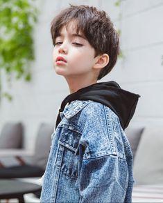 メイク メイク in 2020 Cute Asian Babies, Korean Babies, Asian Kids, Cute Korean Boys, Cute Babies, Cute Little Boys, Cute Baby Boy, Cute Boys, Beautiful Children