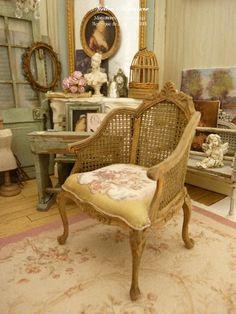 Fauteuil miniature en bois, Louis XV Shabby, Imitation cannage, Roses Aubusson, Mobilier pour maison de poupée à l'échelle 1/12 by AtelierMiniature on Etsy