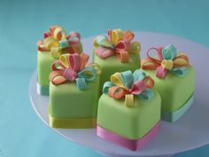 55 Ideas cupcakes fondant petit fours tea parties for 2019 Fancy Cakes, Cute Cakes, Pretty Cakes, Mini Cakes, Fondant Cupcakes, Fun Cupcakes, Cupcake Cakes, Birthday Cupcakes, Little Cakes