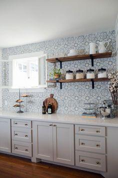 New Kitchen Tile Ideas Backsplash Fixer Upper Ideas Modern Farmhouse Kitchens, Farmhouse Kitchen Decor, Home Kitchens, Farmhouse Design, Country Farmhouse, Kitchen Modern, Farmhouse Ideas, Kitchen Tiles, Kitchen Colors