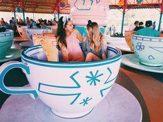 Photos at Amusement Park Disney Dream, Disney Magic, Walt Disney, Disney Land, Cute Disney Pictures, Disney World Pictures, Disney Vacations, Disney Trips, Disney World Fotos