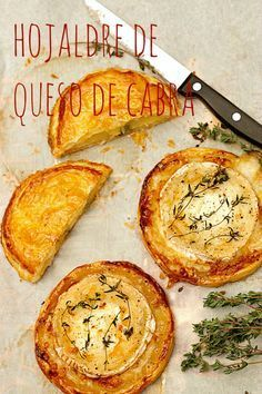 Puff pastry with goat cheese and caramelized onions Veggie Recipes, Appetizer Recipes, Vegetarian Recipes, Appetizers, Cooking Recipes, Healthy Recipes, Quiches, Empanadas, Brunch