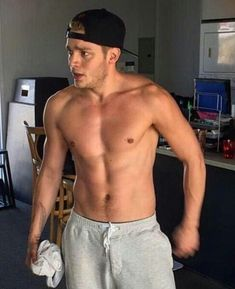 I just absolutely LOVE these few lil' exploits of the sexy Dominic Sherwood, aka Shadow Hunters' Jace Harondale. Hot AF, don't ya think?…
