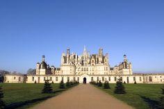 O Vale do Loire tem uma série de castelos impressionantes, mas alguns chamam mais atenção que outros. O Château Chambordé, sem dúvida, um dos que emocionam os viajantes! O Chambord é elegante, imponente, enorme, uma obra prima da arquitetura renascentista.