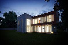 Duży dom piętrowy o nowoczesnej architekturze i rozbudowanej bryle.