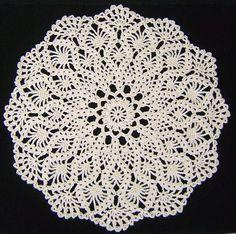 パイナップルのレース編みドイリー(編み図付き・シャルトル大聖堂) : Crochet a little