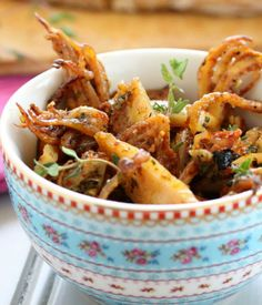 Parsley Grilled Squid Tapas A squid recipe that isn't fried! Looks pretty good. Gonna have to substitute Espelette pepper for paprika though.A squid recipe that isn't fried! Looks pretty good. Gonna have to substitute Espelette pepper for paprika though. Tapas Recipes, Seafood Recipes, Appetizer Recipes, Cooking Recipes, Healthy Recipes, Shrimp Appetizers, Cheese Recipes, Vegetarian Recipes, Dinner Recipes