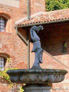 The well inside the court of Villa Mirabello. See more on the page http://www.milanofotografo.it/englishSvagoCulturaDettagliBellezzeMilano.aspx?ID=69