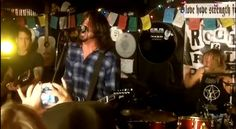 Foo Fighters play surprise show at Pizza joint. Amazing.