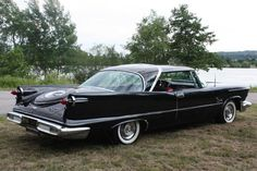 Classic cars classifieds from collector car owners worldwide Retro Cars, Vintage Cars, Antique Cars, Chrysler Cars, Chrysler Usa, Chrysler Imperial, Us Cars, Collector Cars, Car Manufacturers
