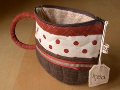 tea cup zipper pouch, should be fairly do-able with my new sewing skills! Sewing Tutorials, Sewing Hacks, Sewing Crafts, Sewing Projects, Fabric Bags, Diy Bags, Zipper Pouch, Bag Making, Purses And Bags