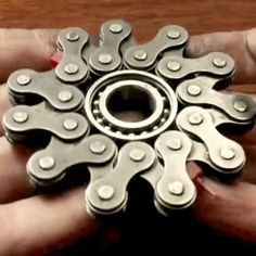 Want to learn how to make a bike chain fidget spinner? Check out a few tutorial videos showing you how to make a fidget spinner of your own right here! Diy Fidget Spinner, Cool Fidget Spinners, Fidgit Spinner, Recycled Bike Parts, Bicycle Art, Plastic Design, Scrap Metal Art, Bike Chain, Metal Yard Art
