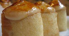 El pionono es un pequeño dulce típico de Santa Fé (Granada, España), elaborado con bizcocho, crema pastelera, canela, almíbar y azúcar tostada. Tasty, Yummy Food, Sin Gluten, Fondant, Sausage, Grilling, Pudding, Sweets, Cheese