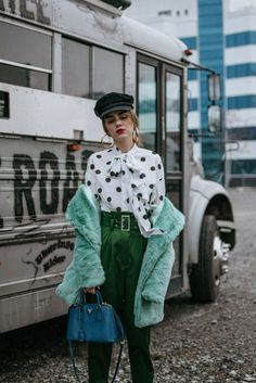 Faux fur coat & jacquemus inspired polka dot blouse closet 服 Casual Heels Outfit, Heels Outfits, Outfits With Hats, Casual Outfits, Dress Casual, Prada Outfits, Look Fashion, Trendy Fashion, Winter Fashion