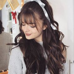 Do you like your wavy hair and do not change it for anything? But it's not always easy to put your curls in value … Need some hairstyle ideas to magnify your wavy hair? Wispy Bangs, Curly Hair With Bangs, Haircuts With Bangs, Wavy Hair, Curly Hair Styles, Thin Bangs, Bangs Long Hairstyles, Trendy Hairstyles, Wavy Layered Hair