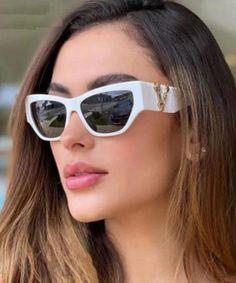 How to Look Expensive on a Budget / Geekglamma Cute Fashion, Trendy Fashion, Girl Fashion, Fashion Outfits, Womens Fashion, Cat Eye Sunglasses, Sunglasses Women, How To Look Expensive, Cute Winter Outfits