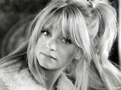 Goldie Goldie Hawn Young, Olivia Havilland, Karen Steele, Gloria Dehaven, Shirley Jones, Jennifer Jones, Gamine Style, Shades Of Blonde, Curtain Bangs