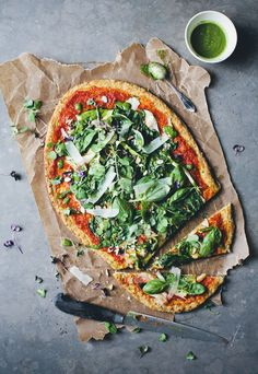 green pizza with a cauliflower crust