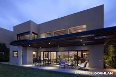 Terraza : Varandas, marquises e terraços modernos por MARIANGEL COGHLAN