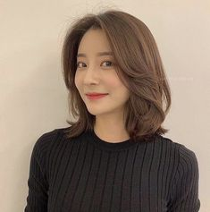 50 Chic Short Bob Hairstyles & Haircuts for Women in 2019 - Style My Hairs Medium Hair Cuts, Medium Hair Styles, Curly Hair Styles, Hairstyles Haircuts, Pretty Hairstyles, Korean Hairstyles Women, Pelo Ulzzang, Korean Short Hair, Shot Hair Styles