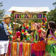 A tiki bar takes almost no time to set up and creates a drink station for your luau party that gets guests in the groove for tiki time :) (hawaiian luau activities) Aloha Party, Hawaiian Luau Party, Hawaiian Theme, Tiki Party, Beach Party, 13th Birthday Parties, Luau Birthday, Luau Pool Parties, Summer Parties