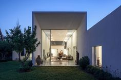 T/A House is a private residence located in Tel Aviv, Israel. The contemporary house was designed by Paritzki & Liani Architects in 2015