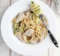 This creamy Chicken Alfredo is just 7 Smart Points on Weight Watchers Freestyle plan. An easy and tasty Weight Watchers dinner recipe for any day of the week! Creamy Pasta, Creamy Sauce, Creamy Chicken, Ww Recipes, Pasta Recipes, Dinner Recipes, Cooking Recipes, Weight Watcher Dinners, Chicken Alfredo