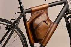 Handmade Triangle Leather Bicycle Bag - Retro Style, bag IM Stockschlag was exactly handcrafted a high quality genuine leather. All the seams are sewn by hand, the power bag durable and leak proo. Leather Bicycle, Bicycle Bag, Leather Art, Leather Tooling, Leather Pouch, Bicycle Accessories, Leather Accessories, Pimp Your Bike, Crea Cuir